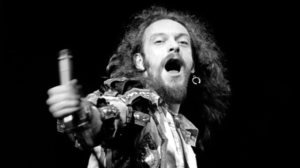 UNITED STATES - SEPTEMBER 26:  Photo of Ian ANDERSON and JETHRO TULL; Ian Anderson performing live onstage,  (Photo by Fin Costello/Redferns)