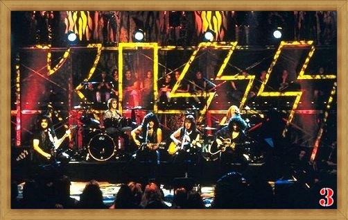 Kiss no palco com duas bateras